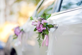 Should you hire a stretch limo service for your wedding?