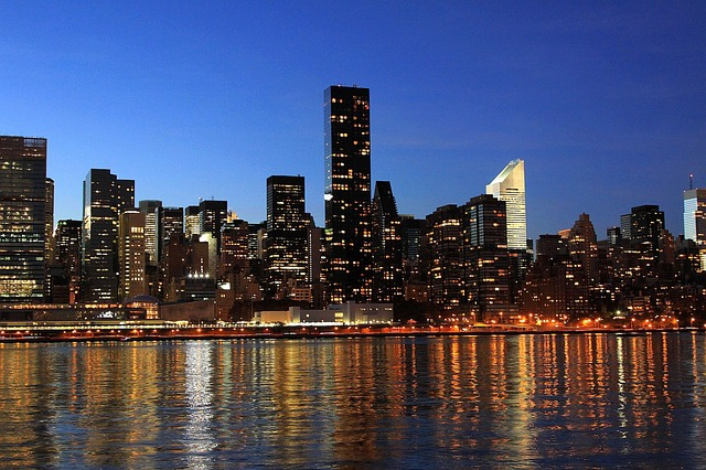 Visit Manhattan, NY - Photo of skyline in evening
